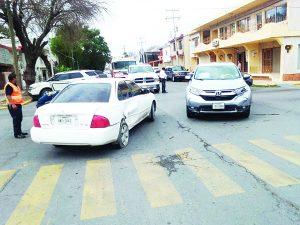 Por no respetar el alto, vuelven a chocar en Madero y Morelos