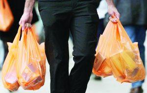 Algunos comercios dejan de ofrecer las bolsas de plástico