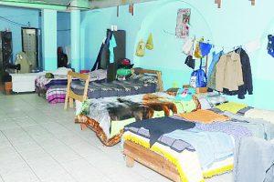 Indigentes rechazan  dormir en albergues