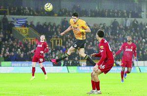 Un gol y gran actuación de Raúl Jiménez, no bastaron contra el Liverpool