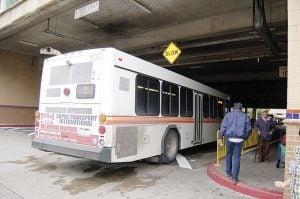 Propone 'El Metro' bajar tarifas a los adultos mayores