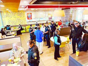 Invitan oficiales un 'Café Con La Policía'