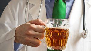 Denuncian muertes causadas por médicos borrachos