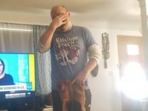 Mujer pone en venta a su esposo por arruinar su pantalón favorito