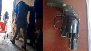 Adolescente de 14 años causa pánico en secundaria; portaba un arma calibre 38