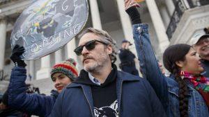 Arrestan a Joaquin Phoenix y Martin Sheen en Estados Unidos