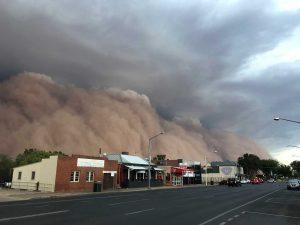 Clima 'apocalíptico' en Australia; incendios, tormentas de polvo y granizo