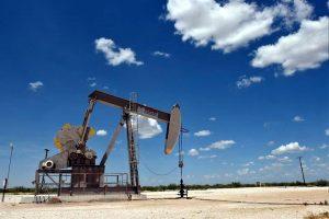 Suben precios de petróleo ante conflicto EU-Irán