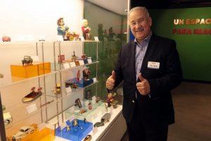 Expone sus juguetes en Monterrey