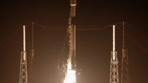 Lanza SpaceX el cohete Falcon 9 con 60 satélites de comunicación a bordo