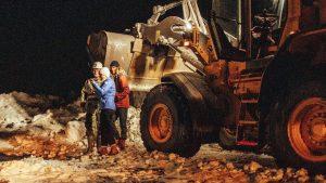 Mujer crea cuenta de Tinder para pedir ayuda tras quedar varada en camino; 'match' llega en tractor
