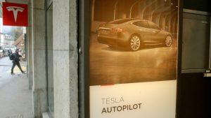 Exige senador de Estados Unidos a Tesla cambiar el nombre de 'piloto automático'