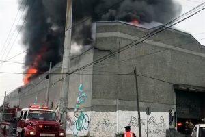 Se incendia bodega de químicos en Monterrey