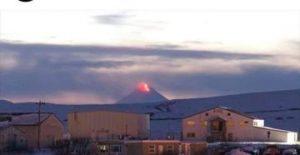 Impresionantes imágenes de erupción de volcán en Alaska