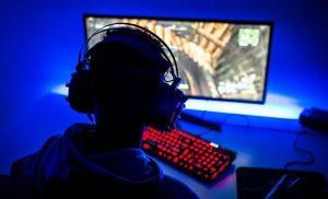 Muere joven por derrame cerebral tras pasar horas jugando videojuegos