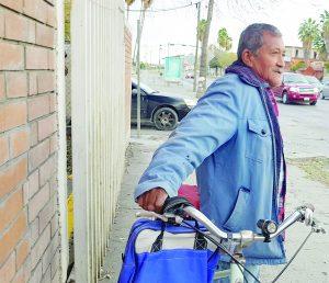 Abre cabeza a  abuelo ciclista