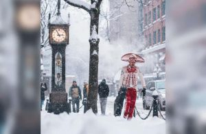 Mariachi caminando entre la nieve en Canadá se vuelve viral