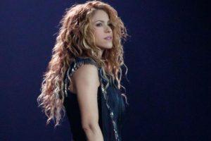 ¡Shakira regresa al cabello negro e impacta a fans! (FOTO)
