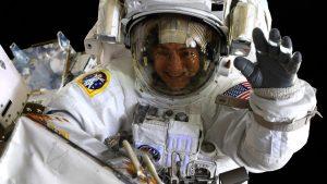 Mujeres realizan primera caminata espacial del 2020