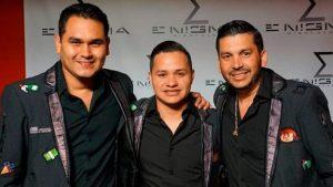 Indigente golpea al vocalista de 'Los Recoditos' por cantar en la calle