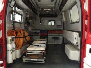 Queda en coma por un accidente y muere porque su ambulancia chocó