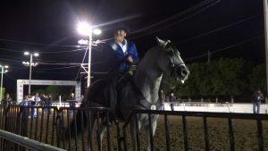 José Manuel Figueroa cae de su caballo en concierto (VIDEO)