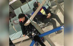 Dos niños con síntomas de coronavirus son abandonados por sus padres en el aeropuerto