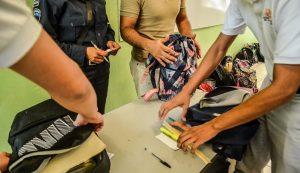 Rechazaron padres del colegio Cervantes 'Operativo Mochila'