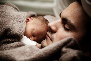 Se enteran que serían padres biológicos y devuelven a sus gemelos adoptados