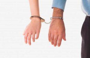 Amor verdadero: Hombre pide a la policía que lo encarcele con su novia