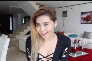 Gomita sorprende a todos con mega escote en las Vegas (VIDEO)
