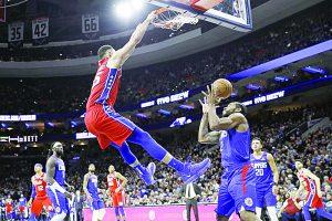 Ben Simmons logra un 'doble-doble' y Filadelfia aplaca a los Clippers de los ángeles