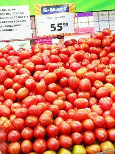 El tomate está  'por las nubes'  $56 EL KILO