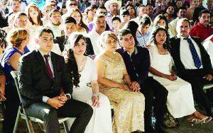 Organizan maquiladoras  matrimonios colectivos