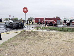 Se incendian  2 vehículos tras chocar