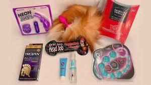 Injuve regala juguetes sexuales y condones a jóvenes de la CDMX
