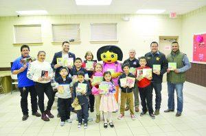 Donan dos mil   libros a niños
