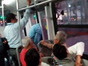Ebrio queda atrapado en las puertas del Metrobús