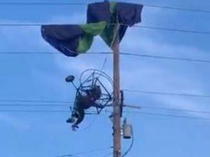Paracaidista queda colgando sobre cables de luz; así lo rescataron