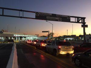 Revisión militar genera largas filas en el Puente 2