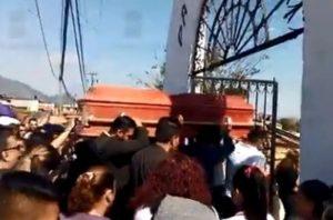 Entre lágrimas y gritos de justicia, dan el último adiós a Ingrid Escamilla
