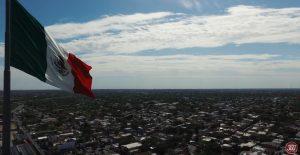 Toque de Bandera elevación de DRONE asta monumental de Nuevo Laredo