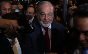 """Empresarios llegan a cena de AMLO para comprar """"cachitos"""" de rifa"""