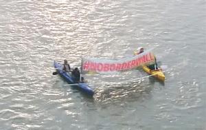 en-el-puente-fiesta-y-en-el-rio-protesta
