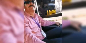 Chofer baja a pareja gay por irse besando en el camión (VIDEO)