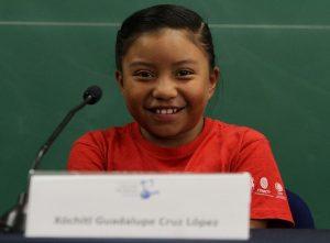 Niña chiapaneca de ocho años gana premio de ciencia nuclear