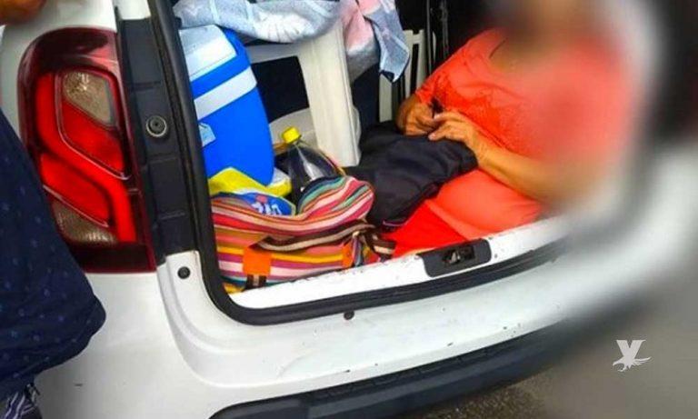 Un argentino llevaba a su suegra en el baúl y lo multaron