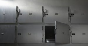 Forense abusa cadáver de una niña en la morgue