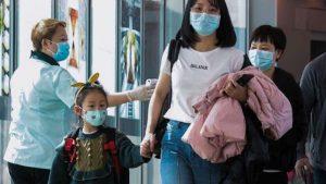 Mujer simula tener coronavirus para ser atendida más rápido; es arrestada