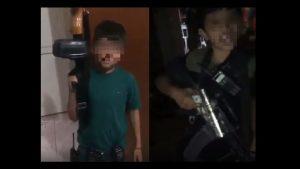 Niños sicarios se dan paliza solo para divertir a narcos adultos (VIDEO)